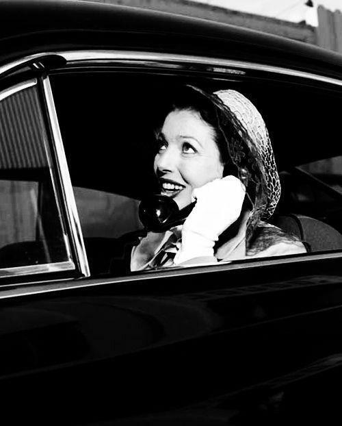 telefon mobil Loretta Young