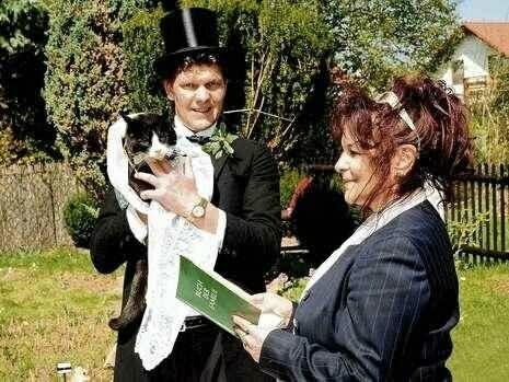 man-marries-cat