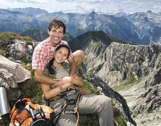 austria_salzburger_land_couple_on_mountain_top_portrait_WESTF07557