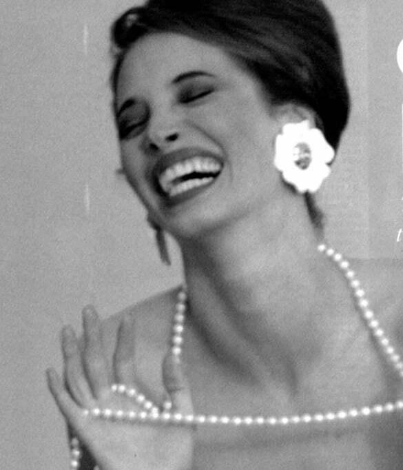 femeie râzând