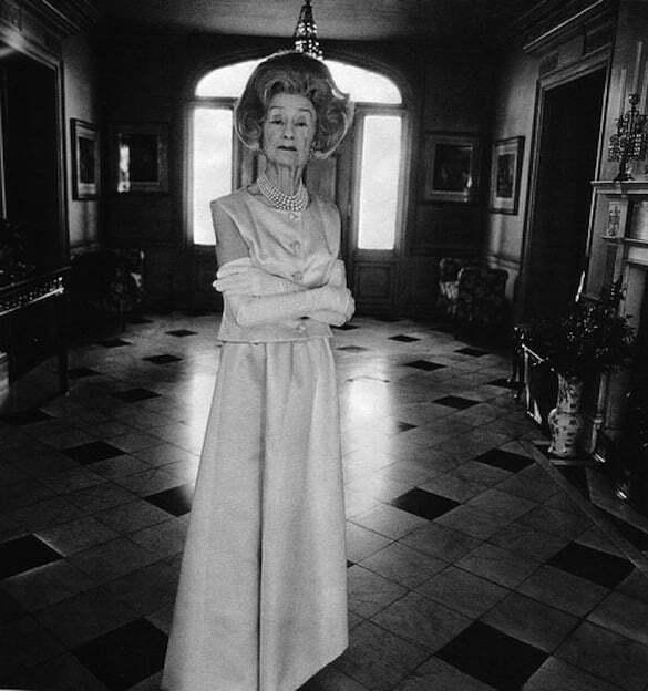 Arbus, Diane (1923-1971) - 1965 Mrs. T. Charlton Henry, Fashion Luminary, in her Chestnut Hill Home in Philadelphia, Harper's Bazaar