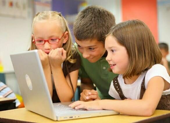 Children-with-laptop