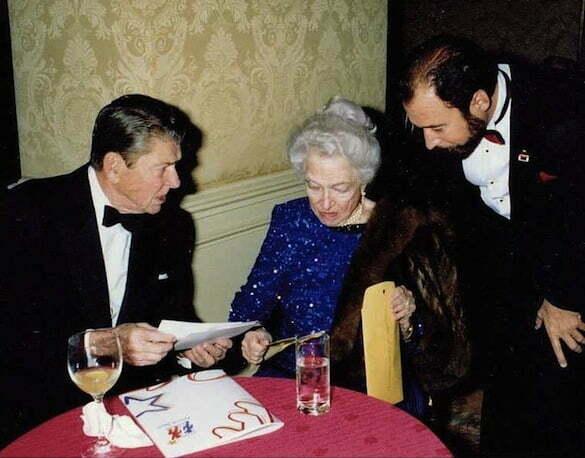 Ronald_Reagan,_helen_Hayes,_Peter_Paul_Spiriti_America_Awards