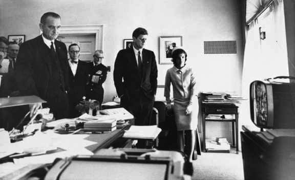 1a-left-to-right-attorney-general-bobby-kennedy-national-security-adviser-mcgeorge-bundy-vice-president-lbj-advisor-arthur-schlesinger-president-and-mrs-kennedy-watch-1961-space-l