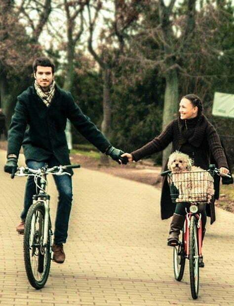 Laura, Andrei si Tic pe bicicleta