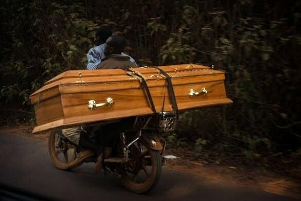 Mortii trebuiesc inhumati neaparat in satul lor...