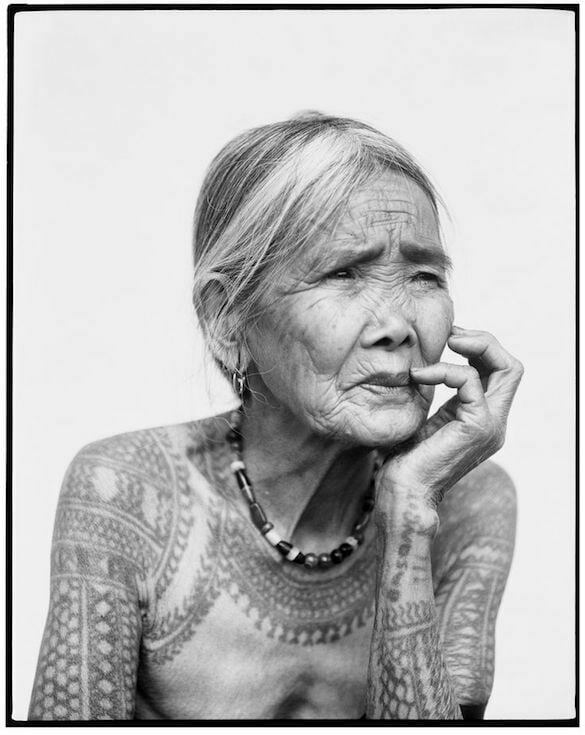 bătrână și tatuată