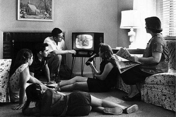 Retro-family-watching-TV