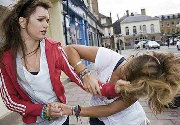 bătaie între femei
