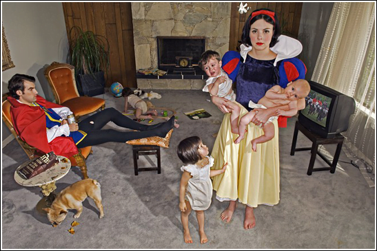 funny-pictures-humor-snow-white-costume-wife-mother[3]
