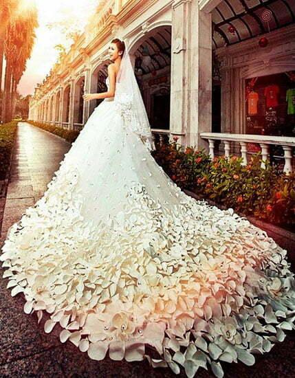 rochie-de-mireasa-cu-trena-din-flori