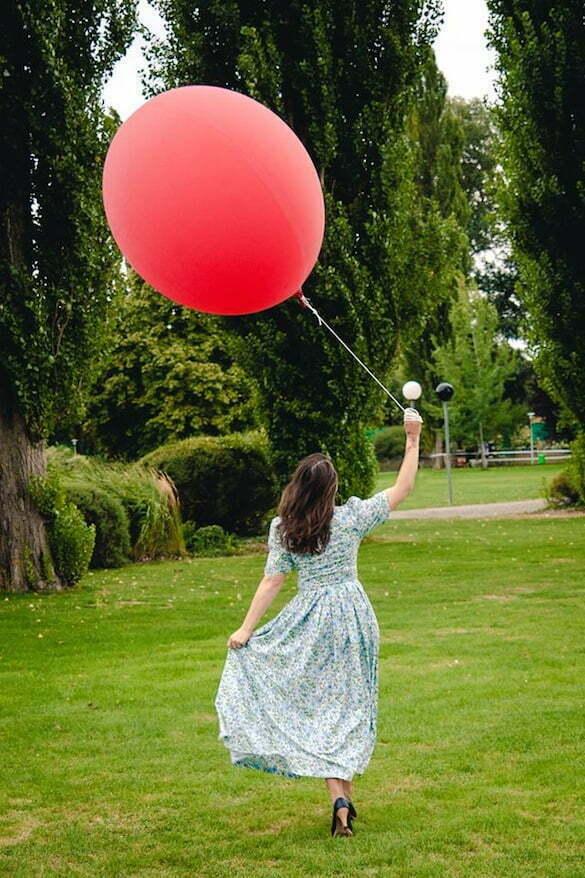 fată cu balon