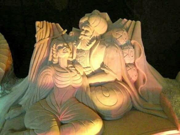 marea statuie