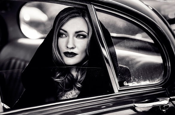 femeie in masina