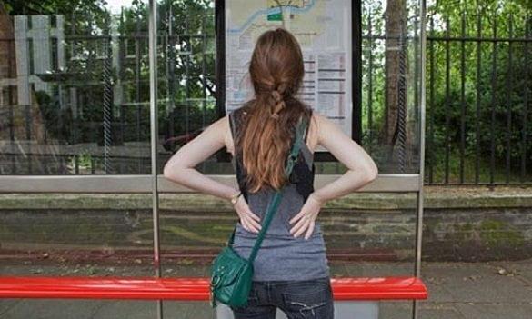 fata cu spatele