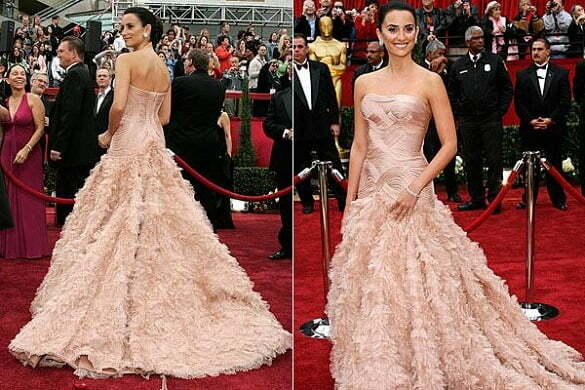 Penelope Cruz - pink strapless feathered Versace dress, Oscars (2007).