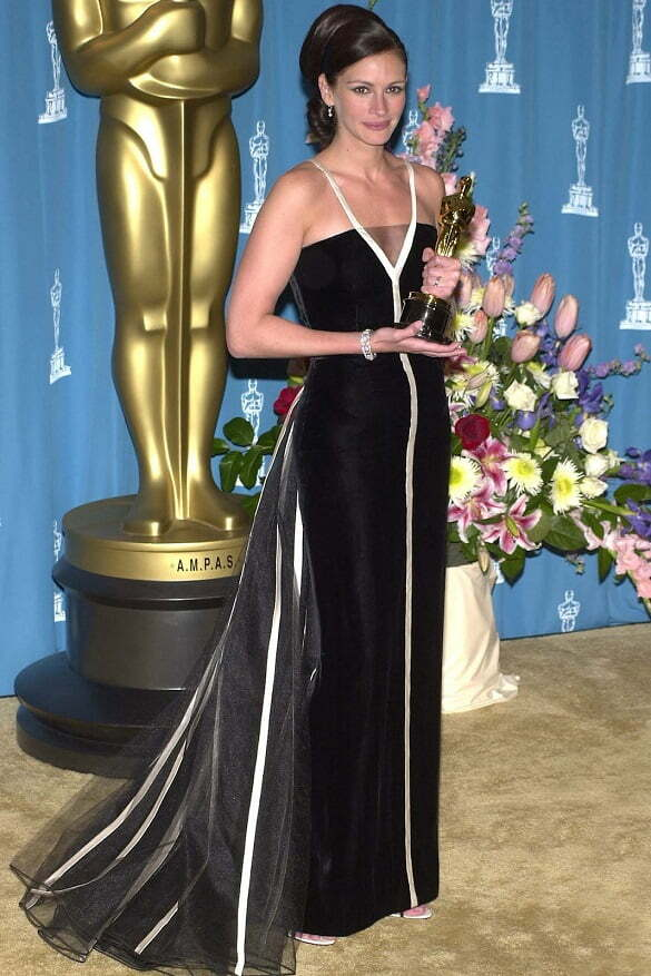 oscar-academy-awards-best-dresses-mejor-vestidas-modaddiction-actriz-actress-moda-fashion-cine-cinema-red-carpet-alfombra-roja-culture-cultura-julia-roberts-vintage-valentino