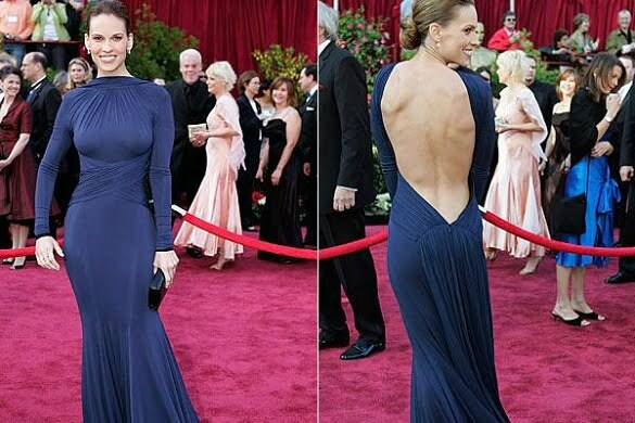 Hilary Swank - navy blue backless Guy Laroche dress, Oscars (2005).