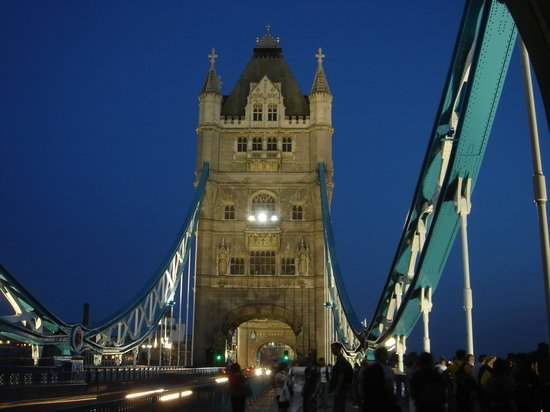 tower-bridge-by-night