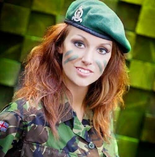 femei soldat UK