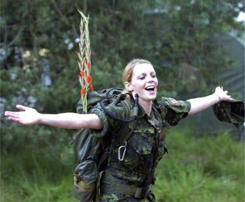 femei soldat canada
