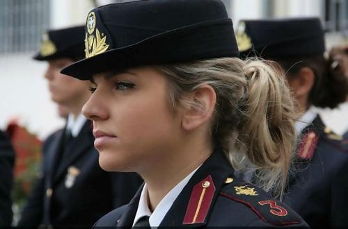 femei soldat grecia
