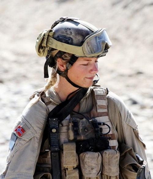 femei soldat norvegia