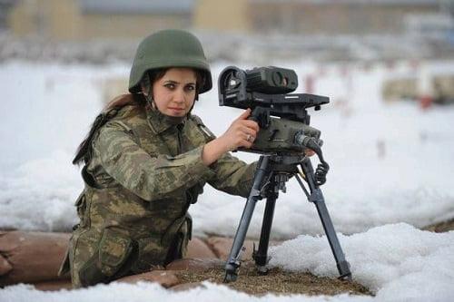 femei soldat turcia