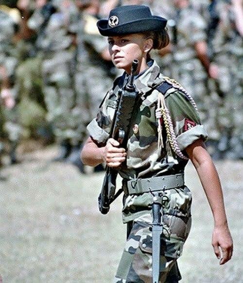 femei soldati franta