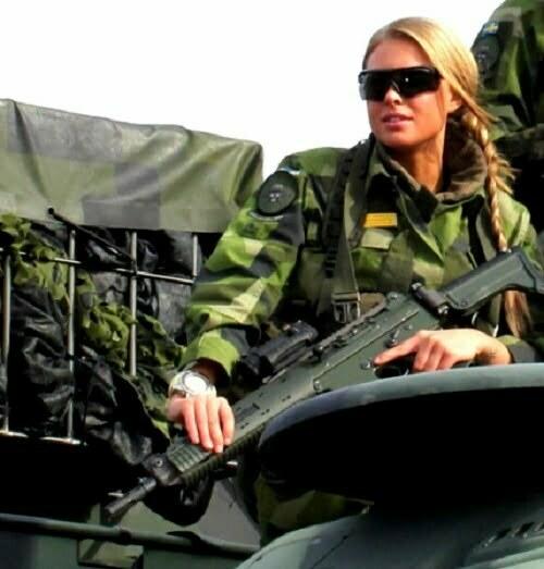 femeie soldat suedia