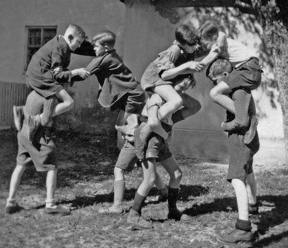 copii joacă