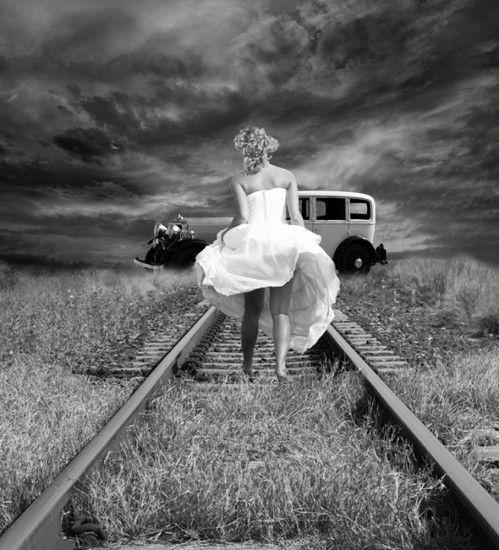 femeie cale ferata