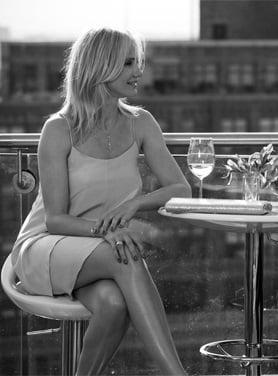 femeie restaurant 2
