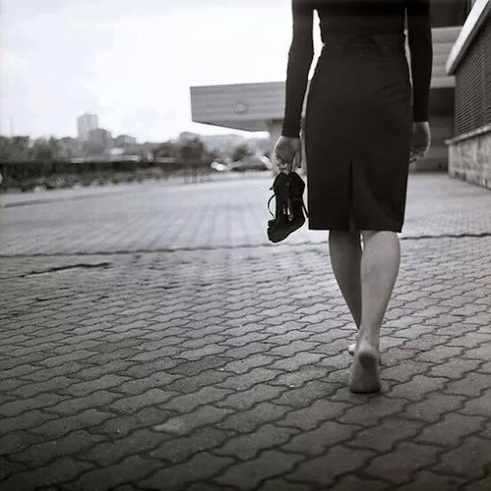 femeie descuta pantofi plecare învățat