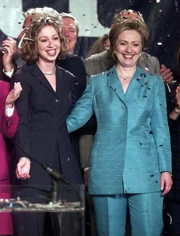 US-ELECTIONS-HILLARY-CHELSEA-02