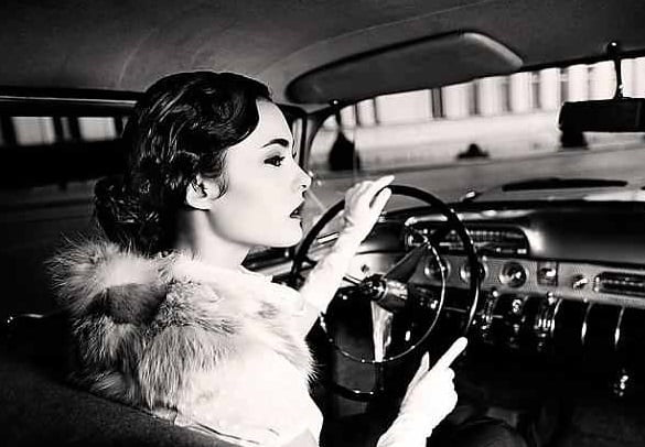 femeie-masina