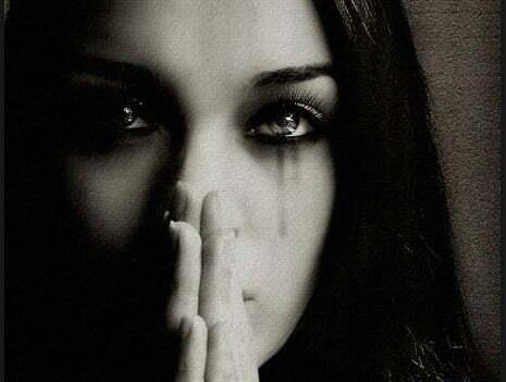 femeie suferinta durere lacrimi