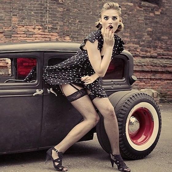 femeie masina