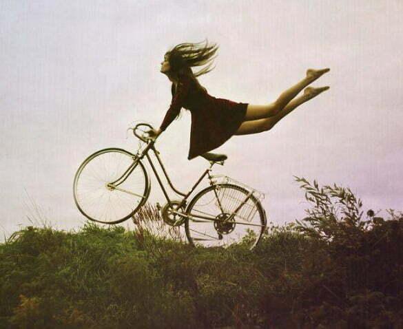 femeie bicicleta