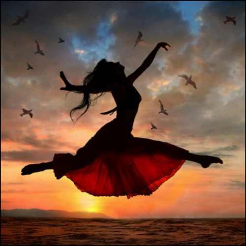 femeie dans plaja