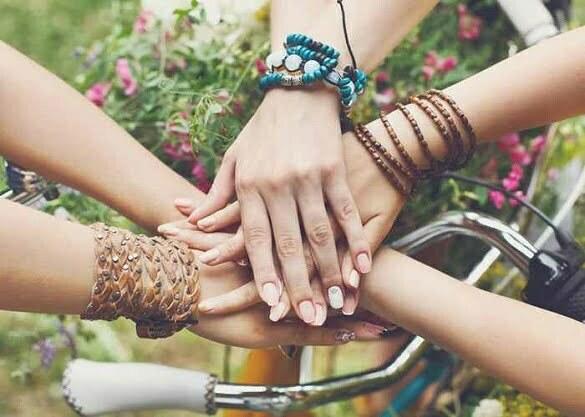 prietenie maini