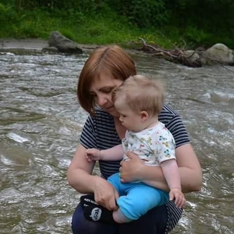 Emilia Csibi, 46 cu bebe de 1 an