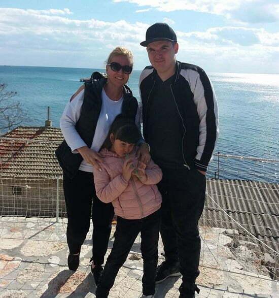 Georgiana Ivan Eu..41,Lucas fiul meu 14 si fiica mea Mara 6.