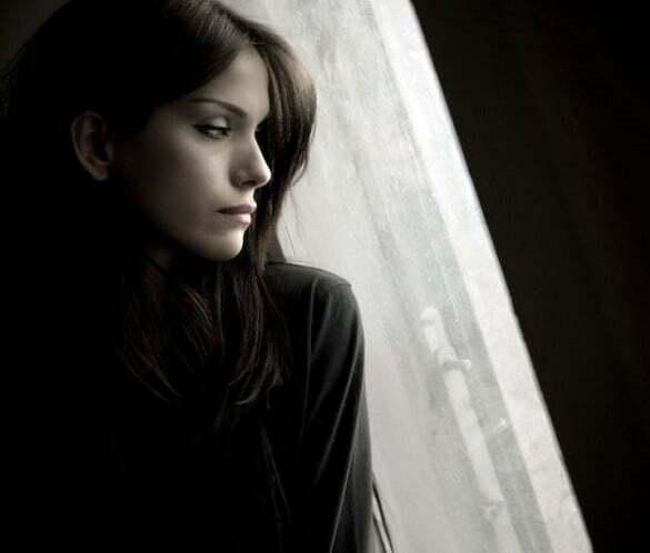femeie tristete suferinta