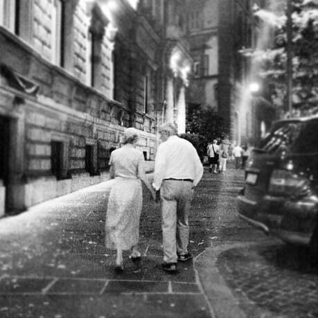 cuplu batrani iubire