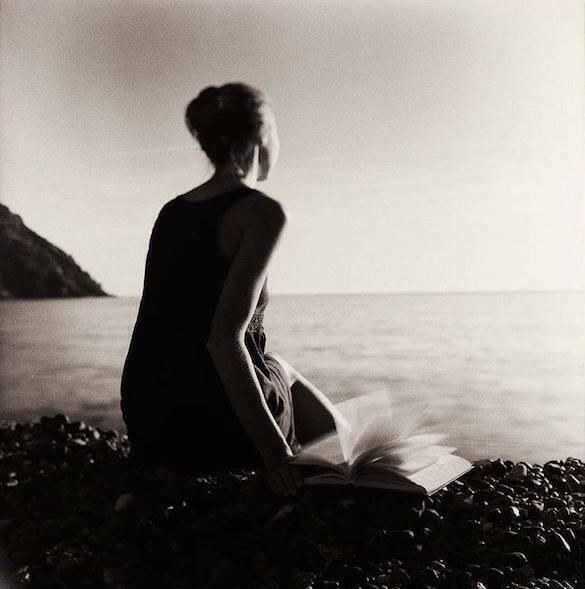 femeie malul mării