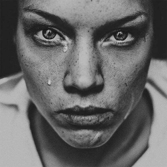 femeie trista suparata