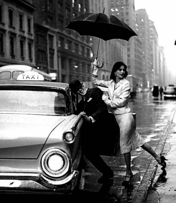 cuplu taxi ploaie