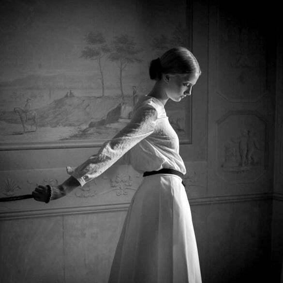 femeie fragila tristete