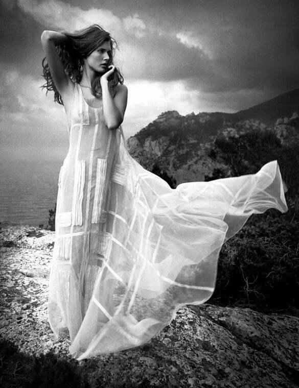 femeie rochie alba